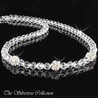 Kristall halsband med tre silver kulor med infattade kristaller