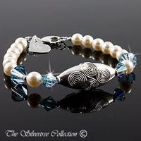 Pärlarmabdn med Bali silver och Swarovski kristaller